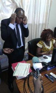 Le ministre Alpha Omar Dissa au centre d'appel de la SONABEL