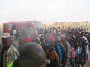 Une vue des migrants à l'aéroport international de Ouagadougou